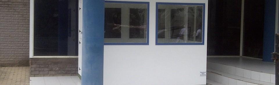 2.4m x 2.4m guard hut painted, fixed pane windows